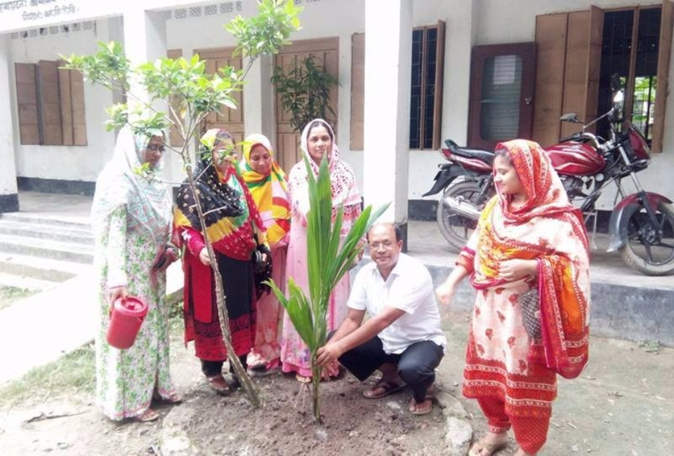 Ulipur-Upazila-Primary-School-Tree-Plantation-2017-4