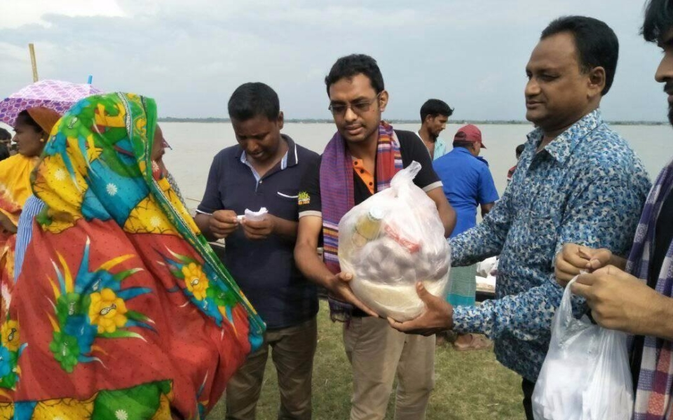 Relief-by-Khulna-University-Alumni-Association-2017-5