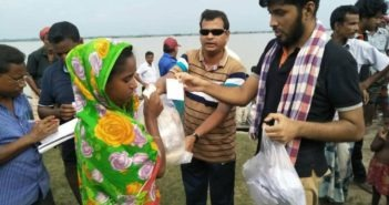 Relief by Khulna University Alumni Association KUAA at Ulipur (2017)